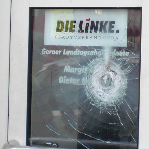 Attacke mit Sprengmitteln auf LINKE-Büro