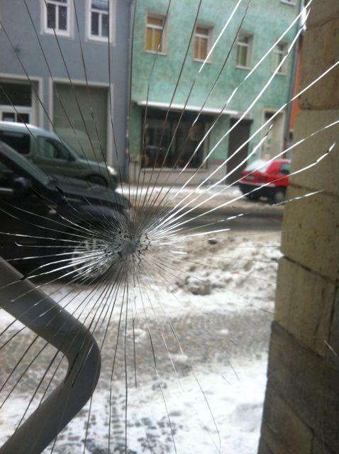 Erneuter Anschlag gegen Büro der LINKEN