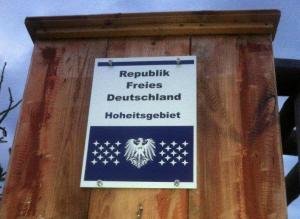 Eingang vor Reichsbürger-Grundtück in Saalfeld