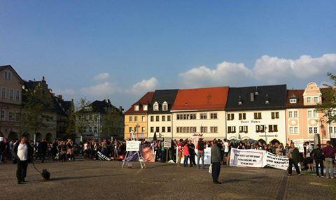 Nazis aus der Innenstadt vertrieben – Proteste gegen Rechts auf dem Saalfelder Markt erfolgreich