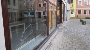 Eingeworfene Schaufenster SPD-Büro