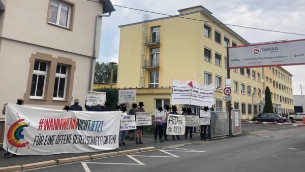 "Antifaschistischer Protest gegen klägliche AfD-""Mahwache"" in Saalfeld"